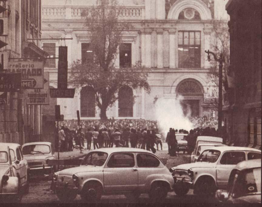 AYER. Violencia frente y dentro de la Universidad de Chile