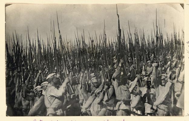 El Ejército Rojo de Trabajadores y Campesinos celebra la victoria sobre el Barón Wrangel en Crimea (1920)