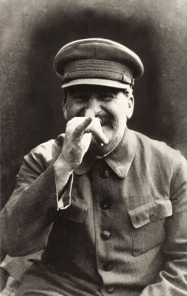 Stalin es capturado en esta instantánea por su guardaespaldas Lt. Gen. Nikolai Vlasik. Las fotos de Vlasik causaron sensación en los años sesenta cuando un periodista soviético las vendió a periódicos y revistas del resto del mundo